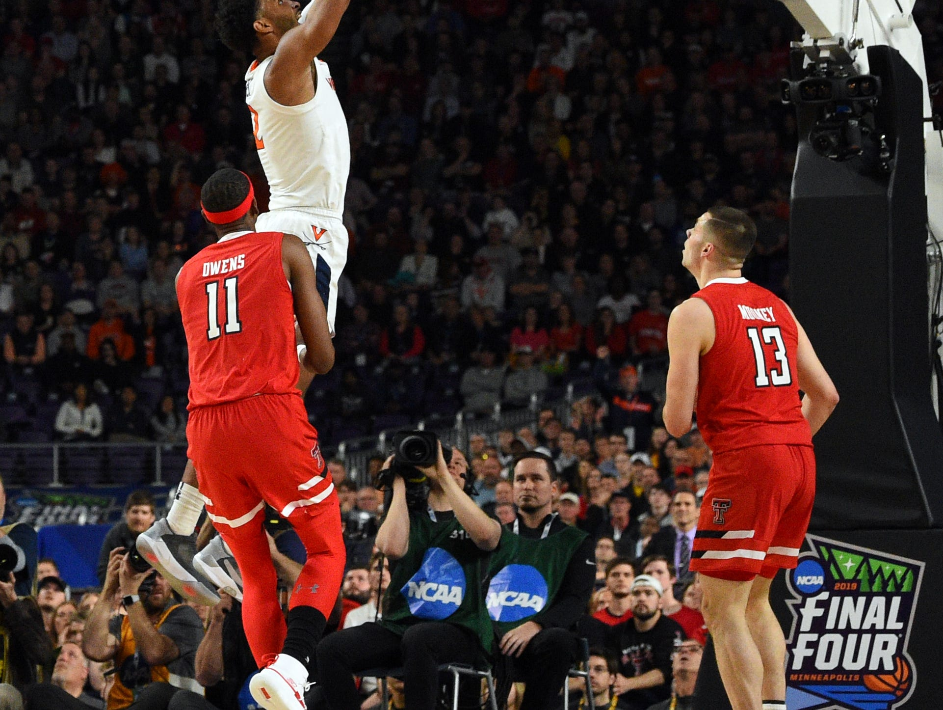 Apr 8, 2019; Minneapolis, MN, USA; Virginia Cavaliers guard De'Andre Hunter (in white) dunks the ball as Texas Tech Red Raiders forward Tariq Owens (11) and guard Matt Mooney (13) look on during the first half in the championship game of the 2019 men's Final Four at US Bank Stadium. Mandatory Credit: Bob Donnan-USA TODAY Sports