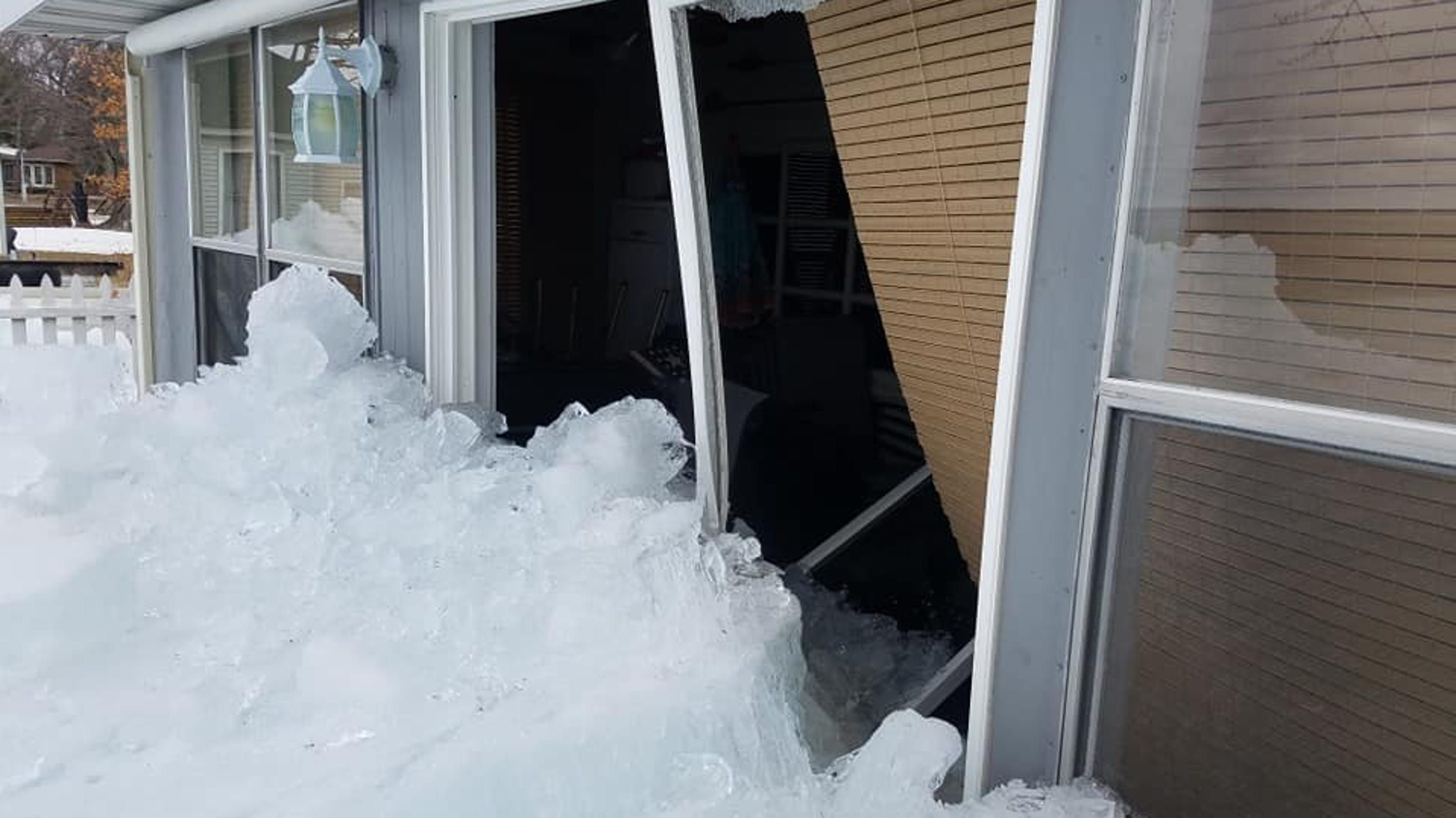 Ice from Michigan's Houghton Lake surfaces damaging homes