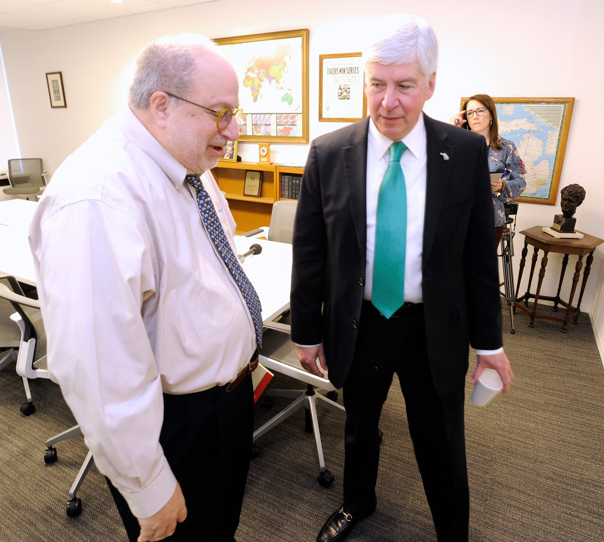 Detroit News Editor and Publisher Jonathan Wolman, left, talks with Michigan Gov. Rick Snyder after Snyder met with the newspaper's editorial board on Jan. 24, 2018.