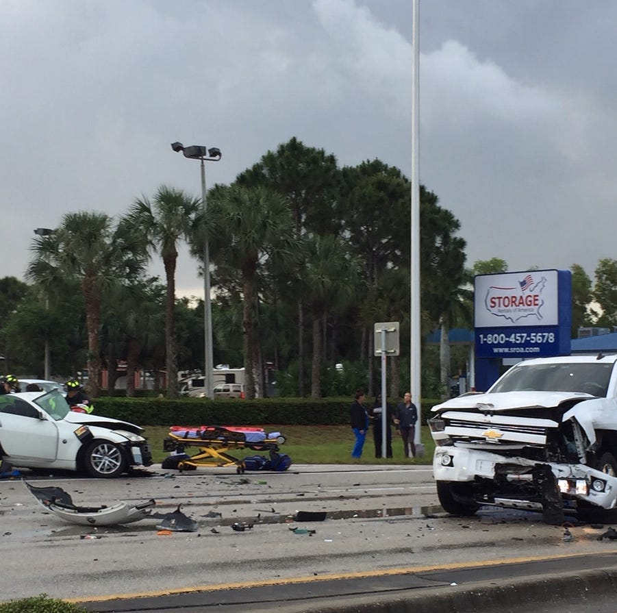 Multi-vehicle crash shuts down northbound U.S. 41 in Estero at Williams Avenue