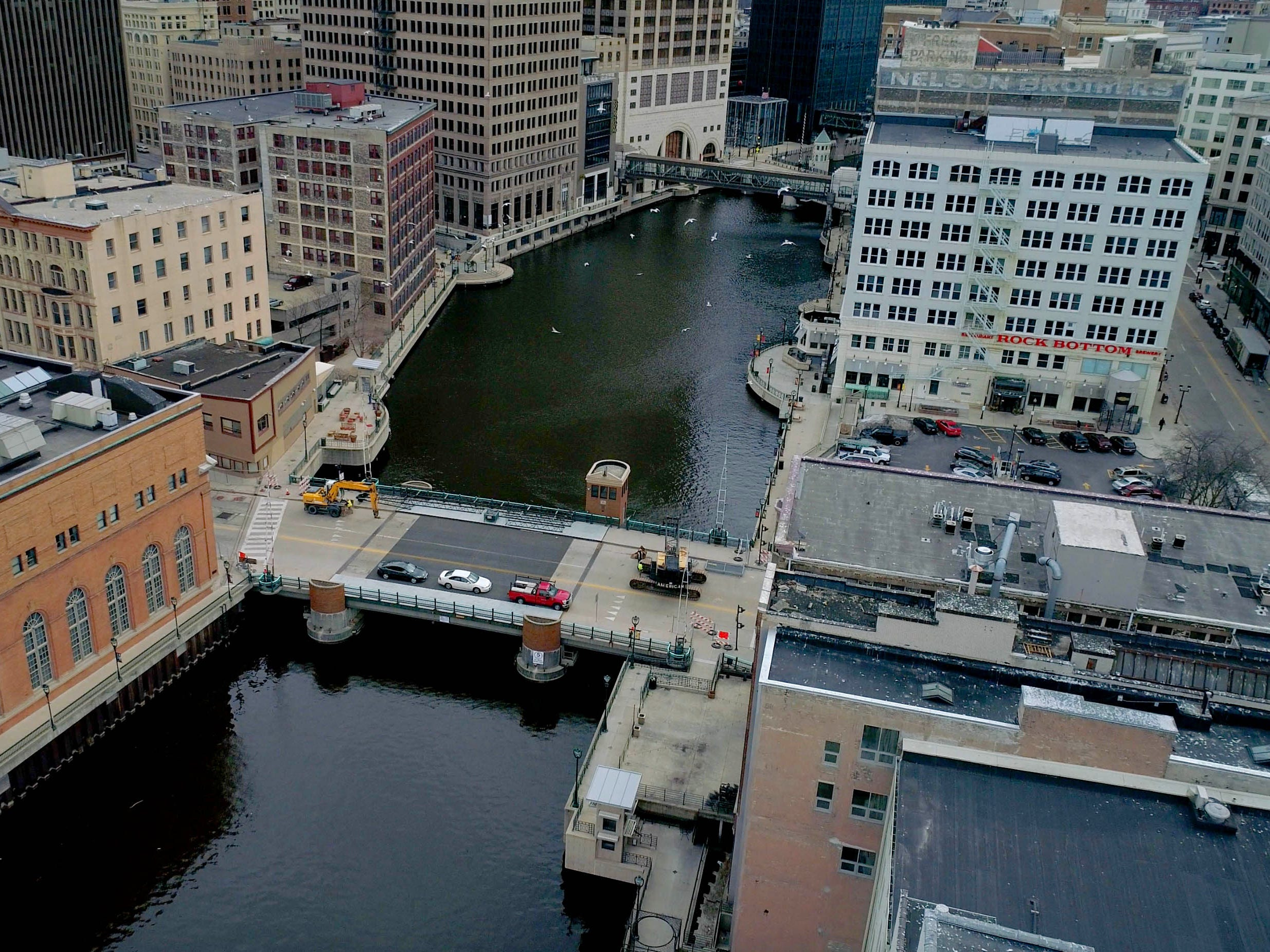 The Milwaukee River across the  Wells. St. bridge in Milwaukee.
