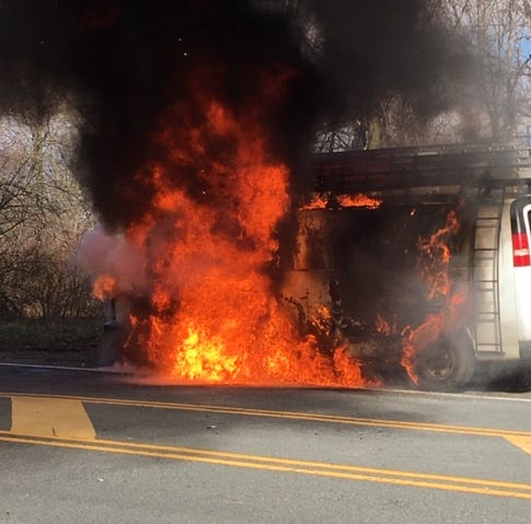 Police lights, horn warn driver to escape van fire in Washington