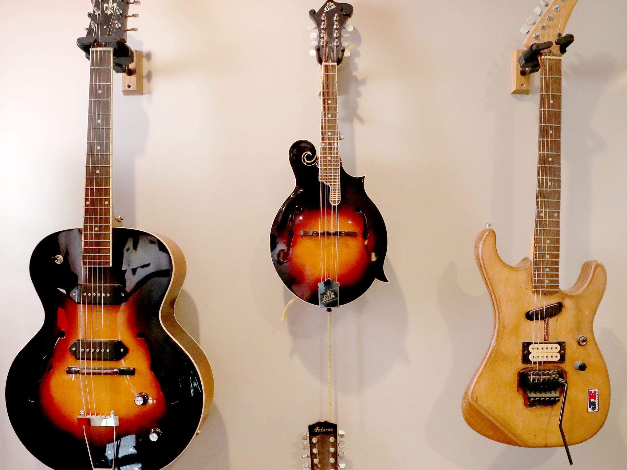 Andy Harper has a variety of instruments displayed in his talks studio Limitedwave Recordings.