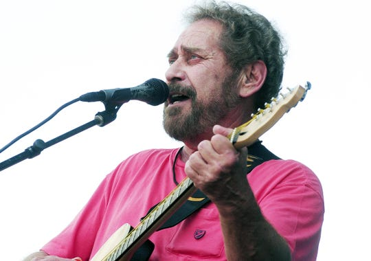 Earl Thomas Conley performs during the CMA Music Festival in downtown Nashville on June 10, 2011.