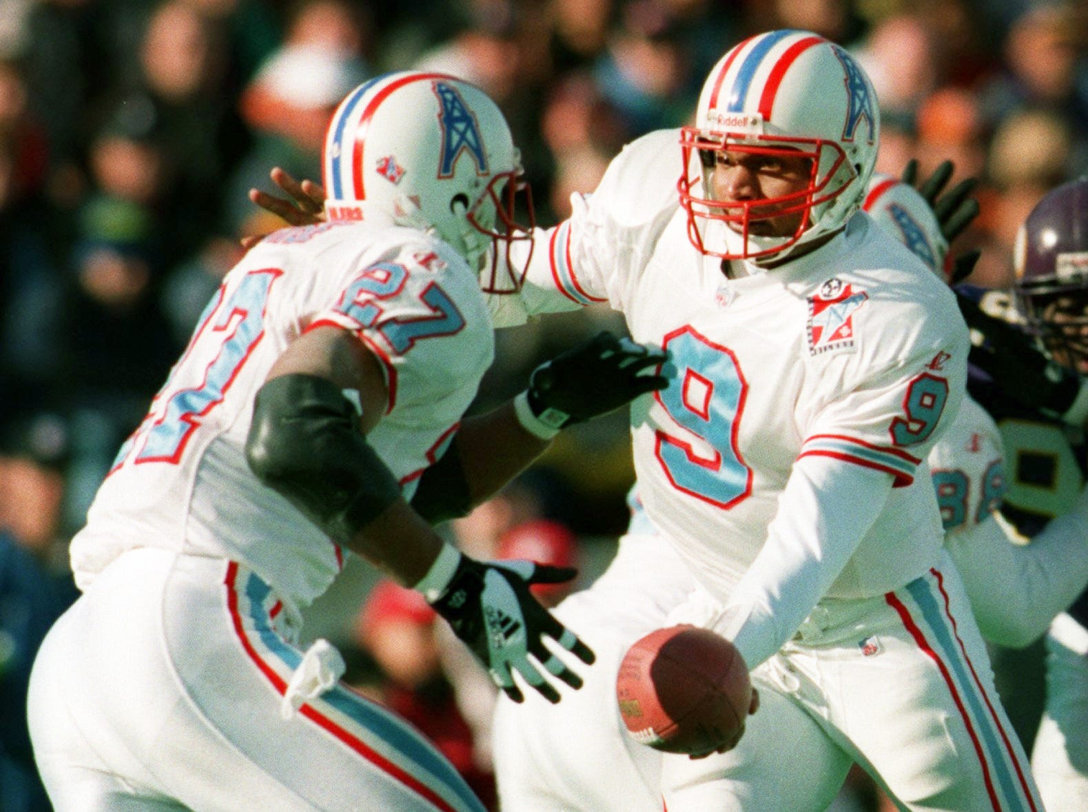 Tennessee Oilers quarterback Steve McNair (9) hands off the ball to back Eddie George during the game against the Minnesota Vikings Dec. 26, 1998. The Oilers lost the game 26-16 at Vanderbilt Stadium to finishes the season at 8-8.