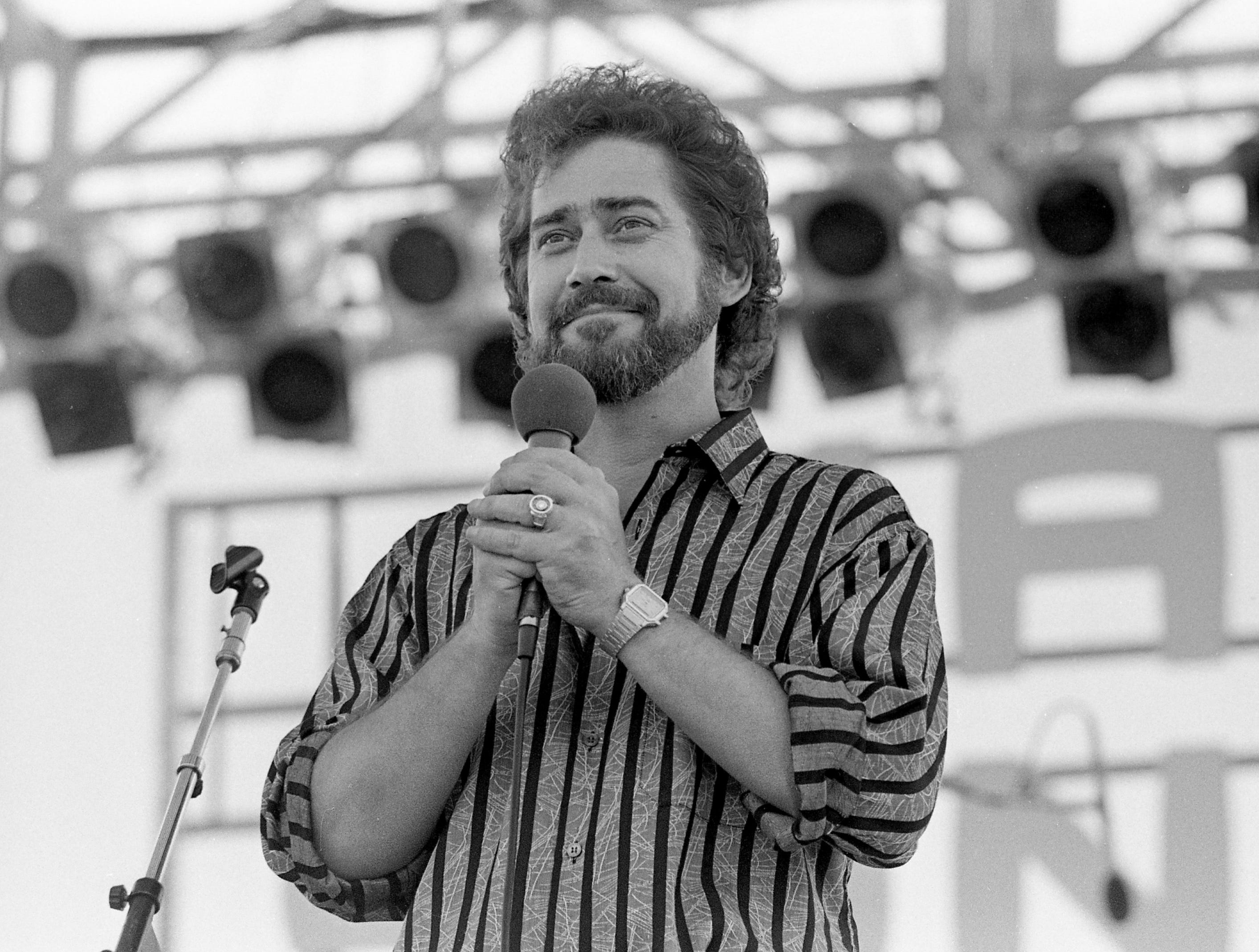 Earl Thomas Conley is performing for the audience at the Nashville Songwriters Association showcase June 8, 1984 during Fan Fair.