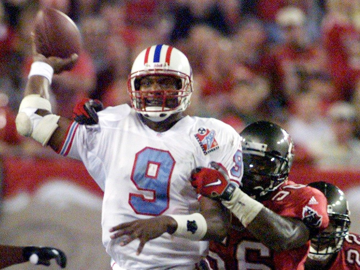 Tennessee Oilers quarterback Steve McNair (9) tries to throw under pressure from Hardy Nickerson of the Tampa Bay Buccaneers during the second quarter. The Oilers won the game on the road 31-22 Nov. 8, 1998.