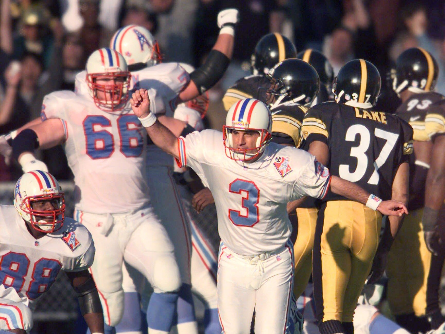 Tennessee Oilers kicker Al Del Greco (3) celebrates his fourth-quarter field goal to put the Oilers ahead of the Pittsburgh Steelers Nov. 15, 1998, in Nashville. The Oilers then scored a touchdown on an onside kick to beat the Steelers 23-14.