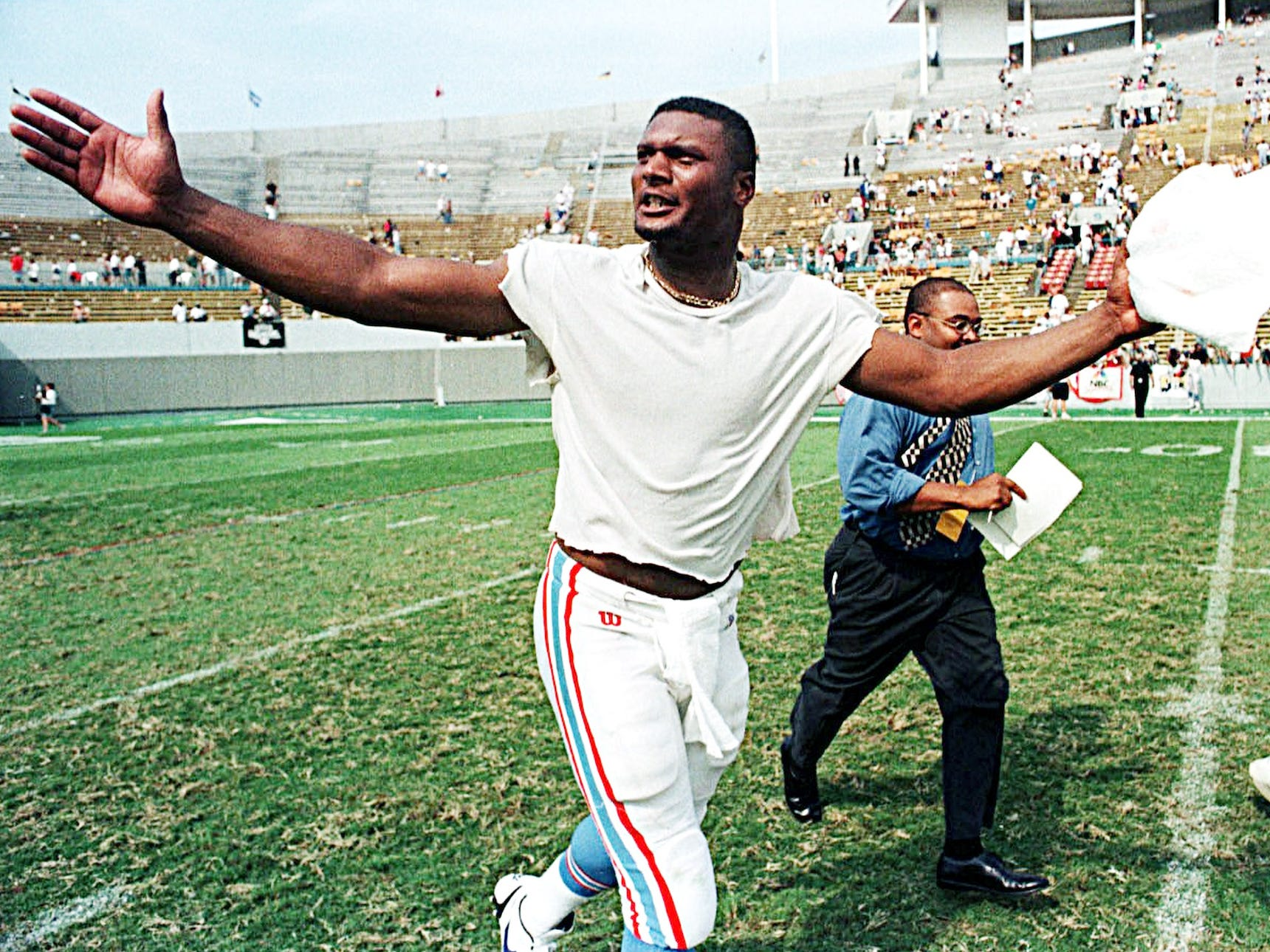 Tennessee Oilers quarterback Steve McNair responds to the crowd upon returning to the field from the locker room following the team's opening day 24-21 overtime victory over the Oakland Raiders Aug. 31, 1997.