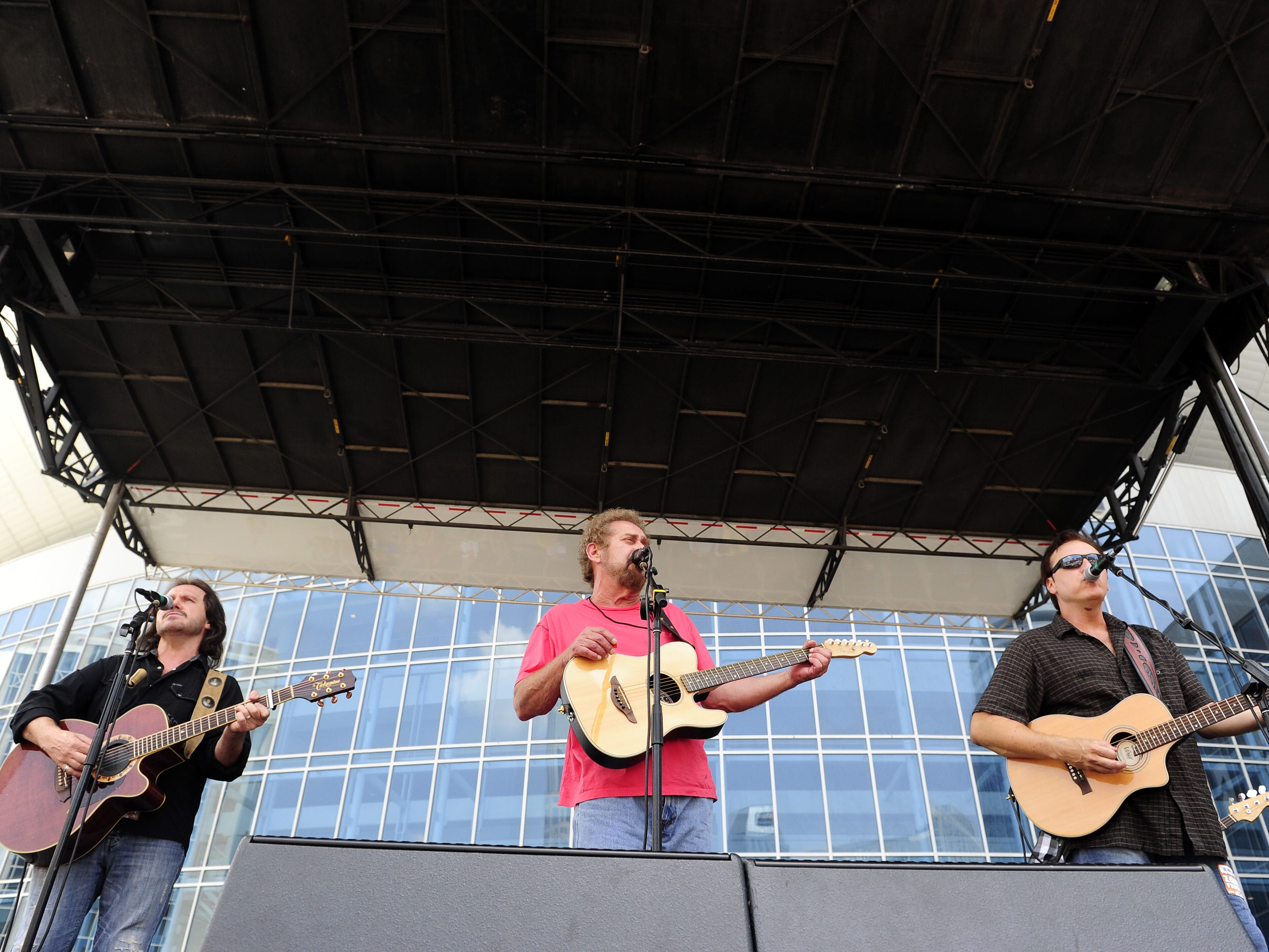 Earl Thomas Conley, center, performs during the CMA Music Festival in downtown Nashville on June 10, 2011.