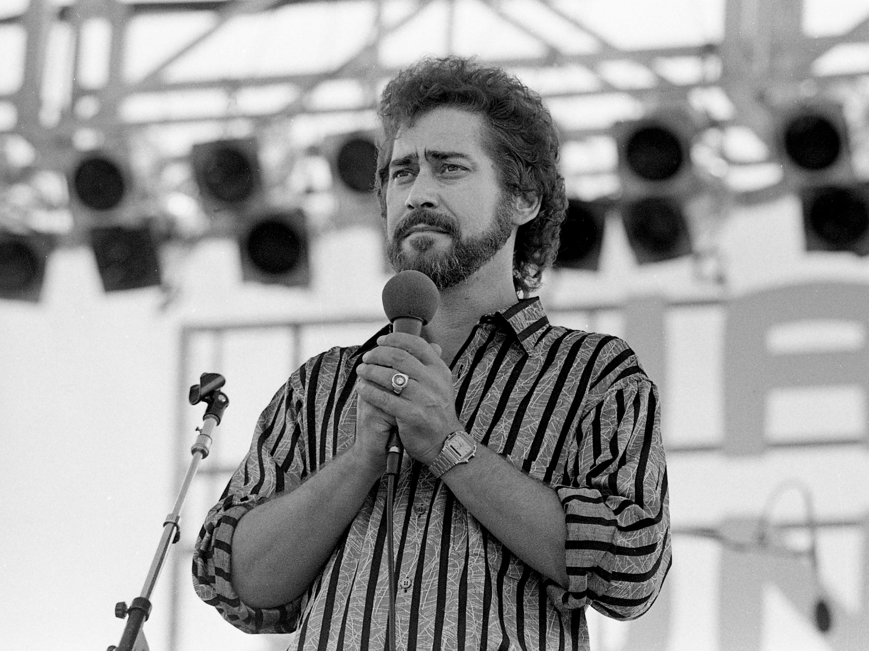 Earl Thomas Conley performs at the Nashville Songwriters Association showcase June 8, 1984, during Fan Fair.
