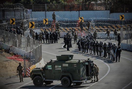 Militares arriban a la frontera sur de EEUU.
