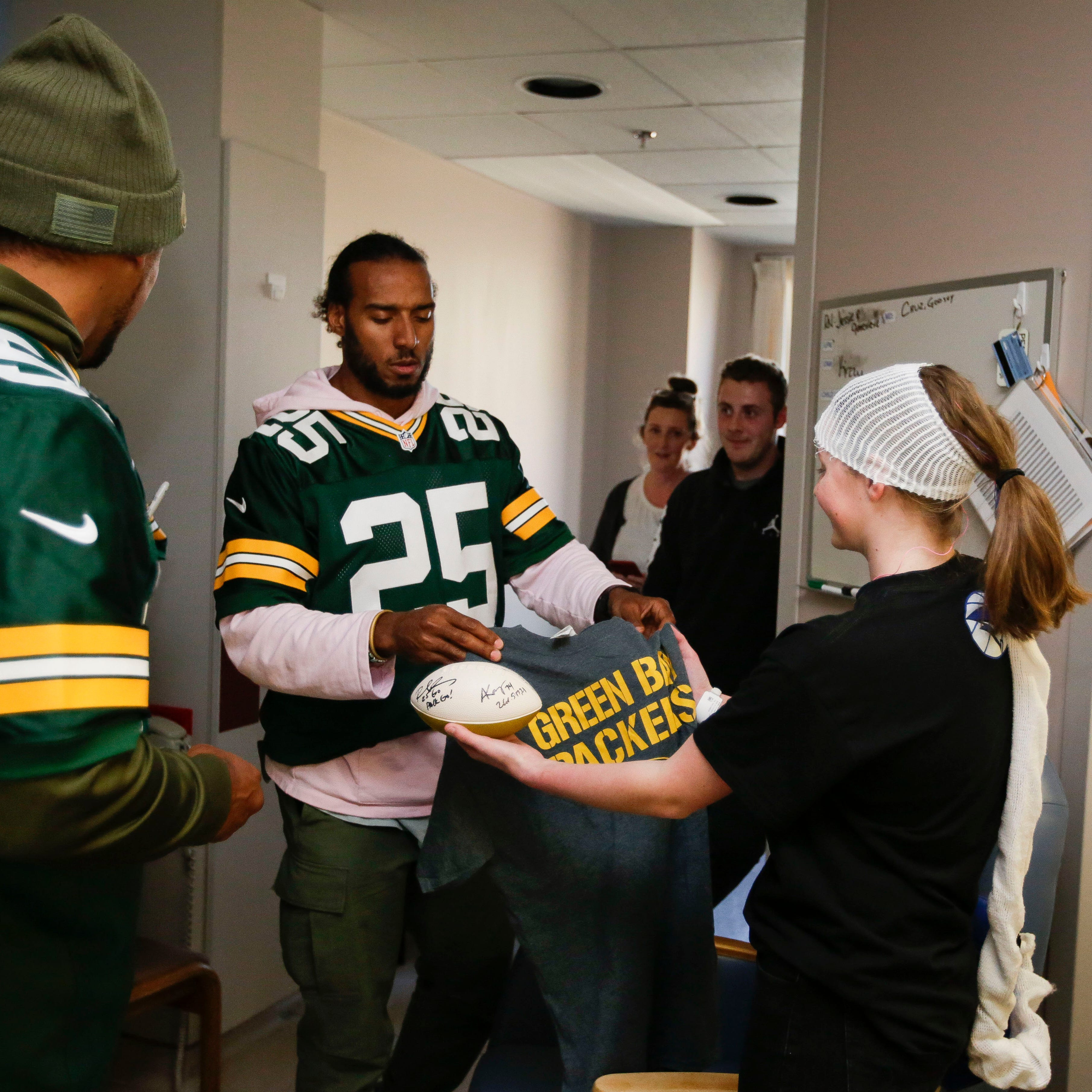 Packers alumni surprise patients at Marshfield Children's Hospital during Tailgate Tour