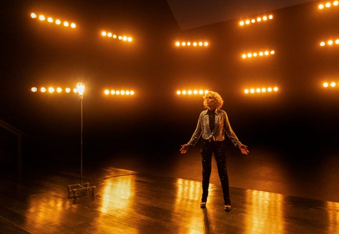 Two-time Tony Award winner Judith Light shows her song-and-dance skills in the musical finale of Amazon's 'Transparent.'