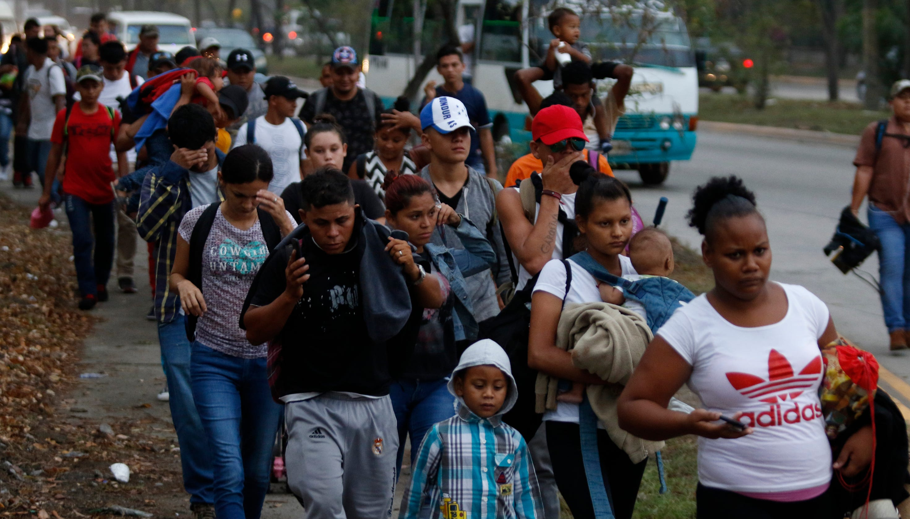 6153d17bc2e Migrant caravan from Honduras heading to U.S. southern border