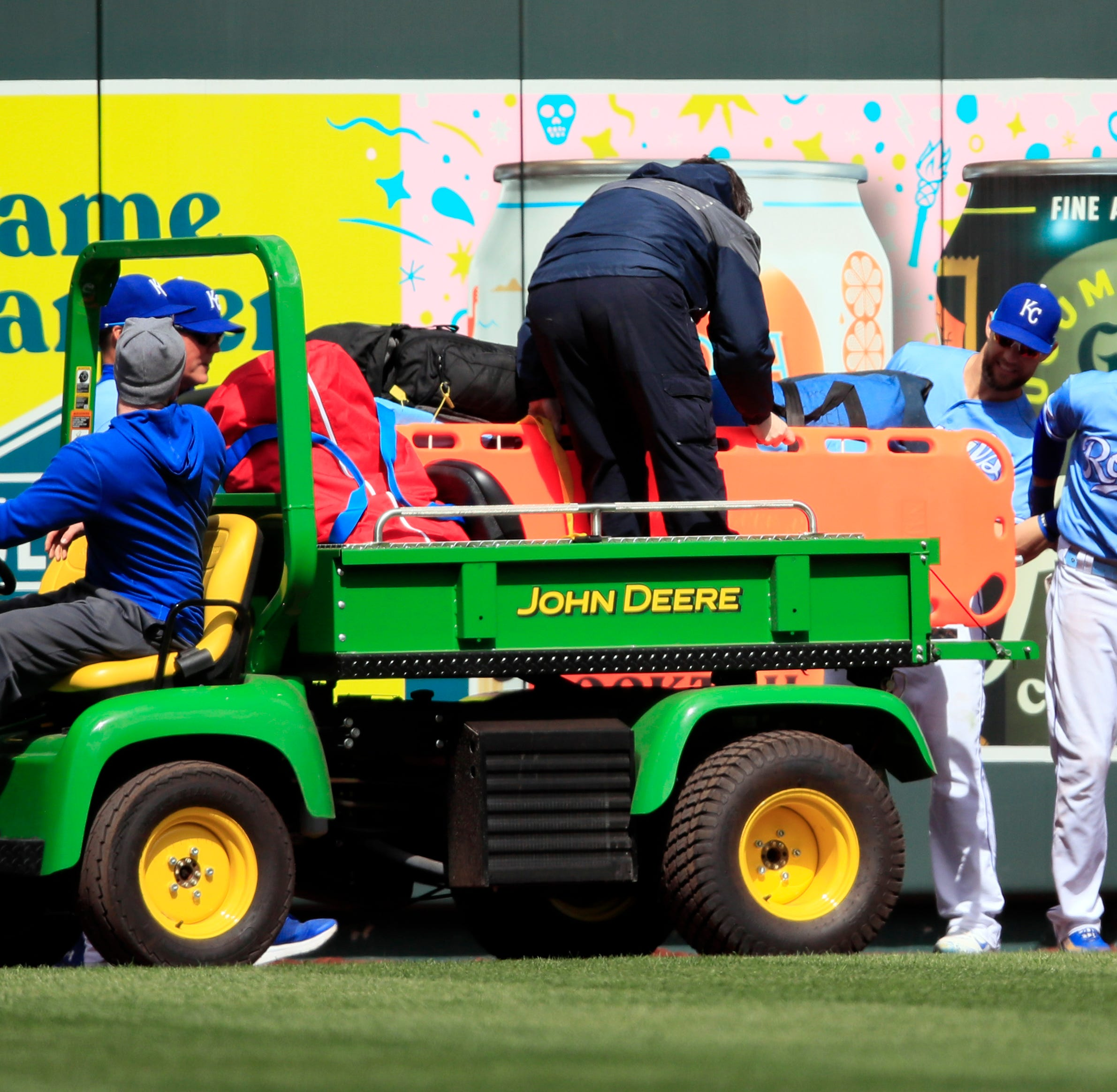 Billy Hamilton carted off with knee injury during Royals-Mariners game