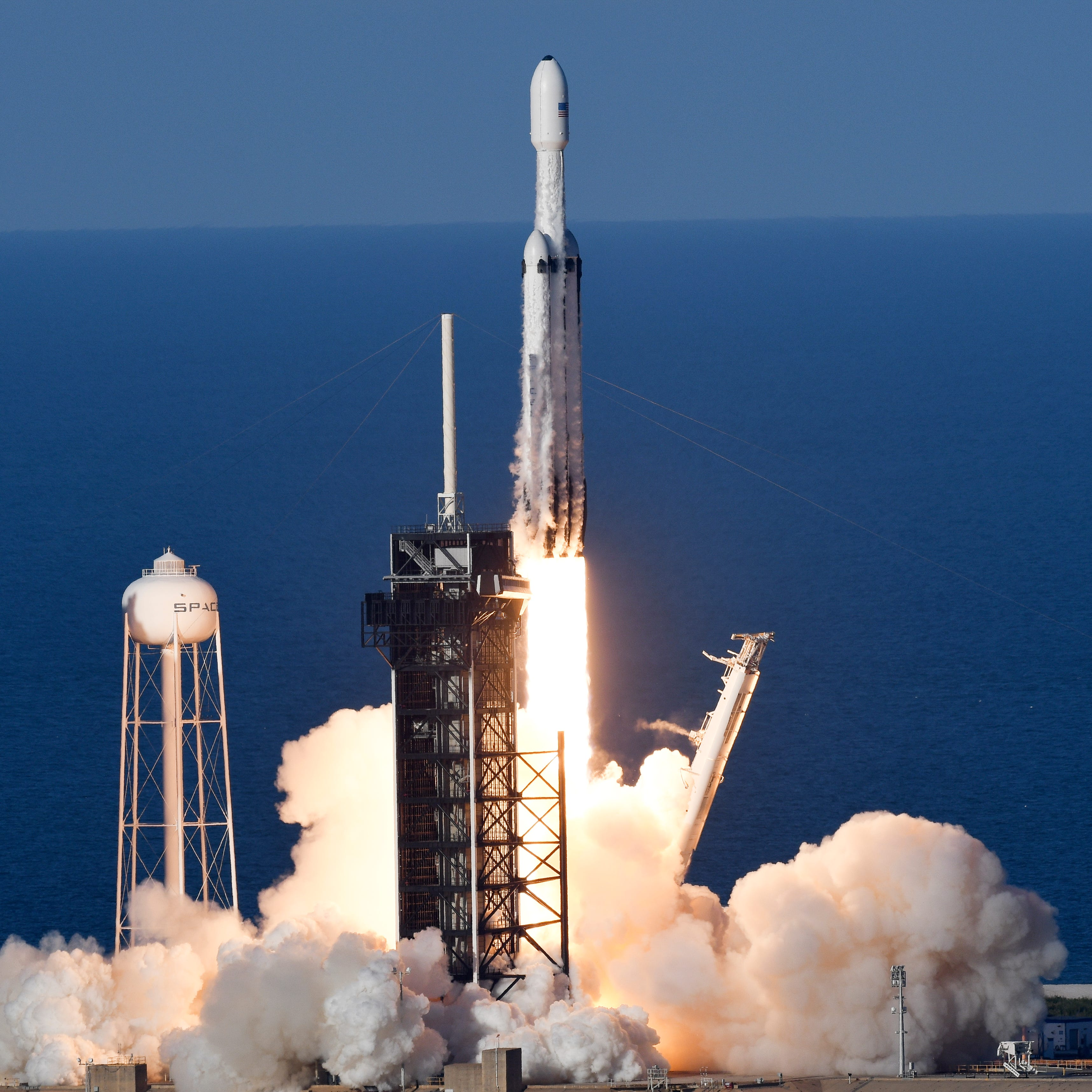 SpaceX launches Falcon Heavy from KSC and lands all three boosters