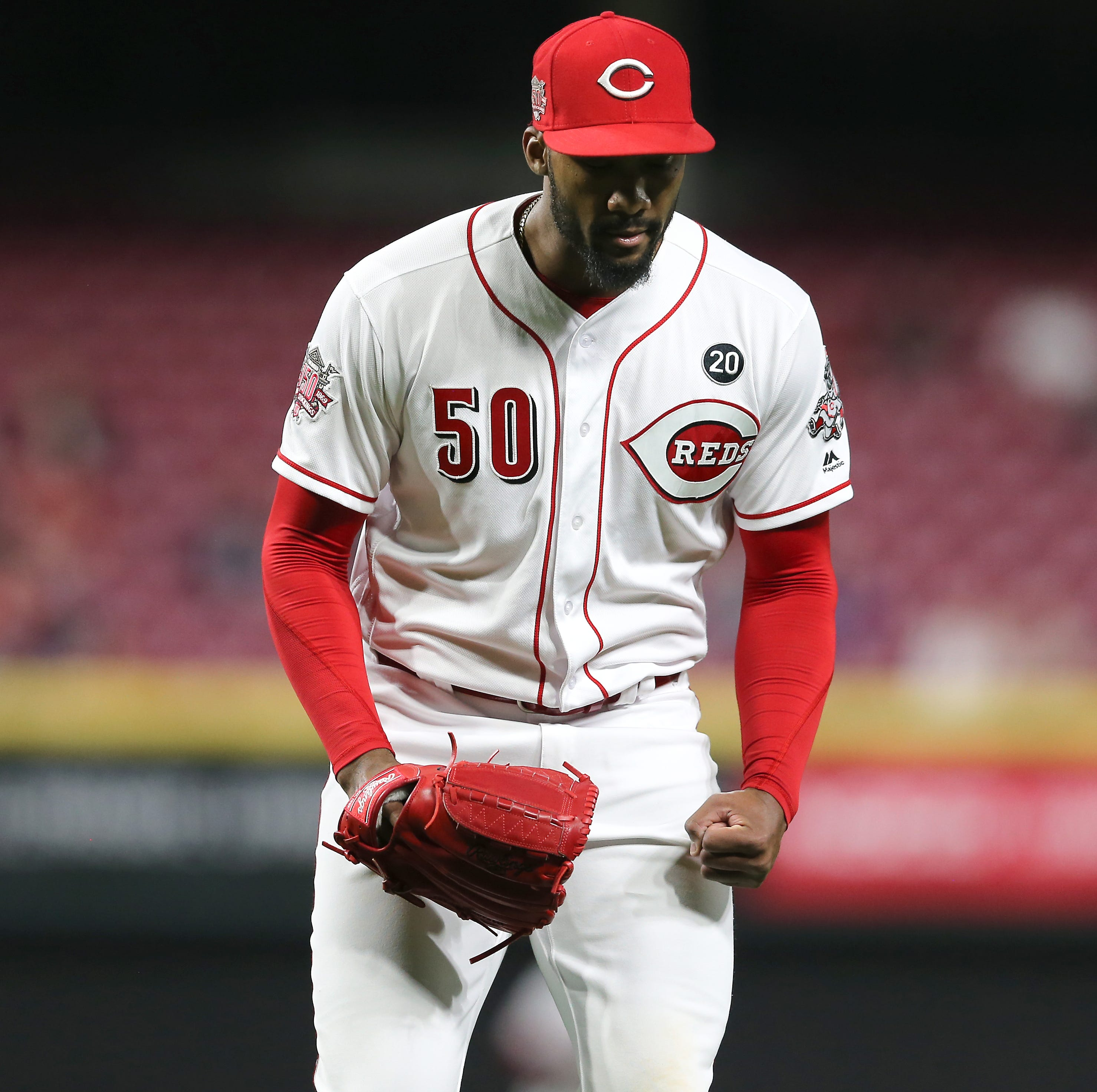 Amir Garrett, Joey Votto race off field during Reds-Mets after final out of inning