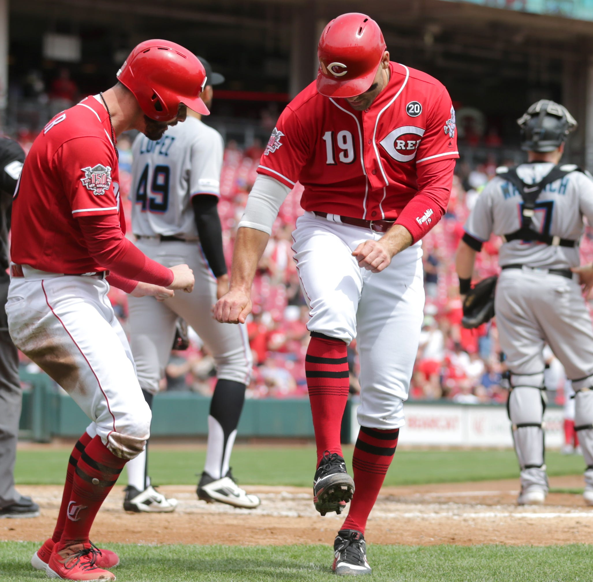 Watch: Joey Votto, Jesse Winker celebrate with trust fall