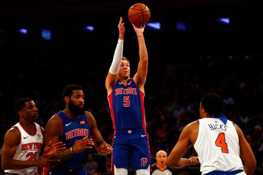 Luke Kennard shoots over Knicks forward Isaiah Hicks on Wednesday.