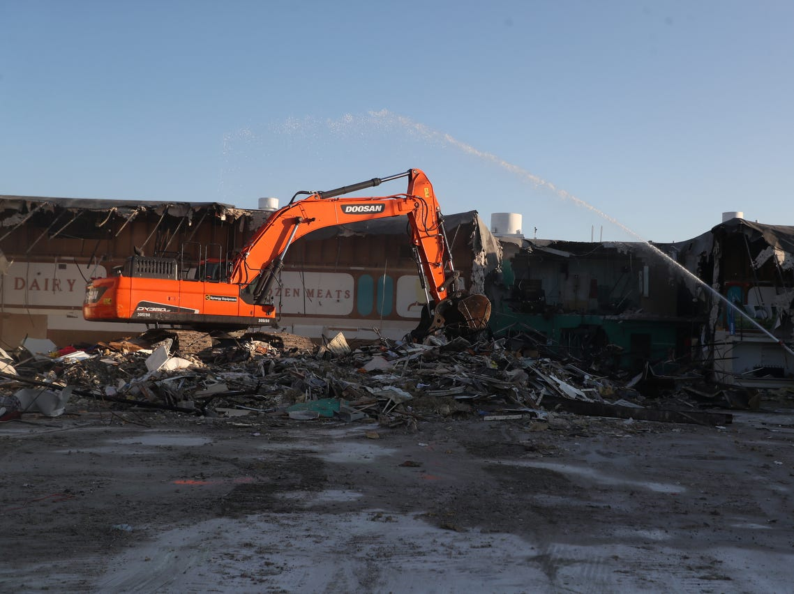 The fomer Topps grocery building on Fort Myers Beach is being demolished. A crew from Cross Construction Service based out of Lutz, Florida is demolishing the building.