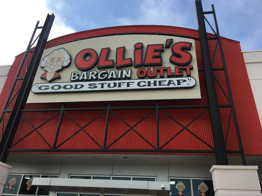 Ollie's Bargain Outlet moves into Colonial Square in Fort Myers, just west of I-75.