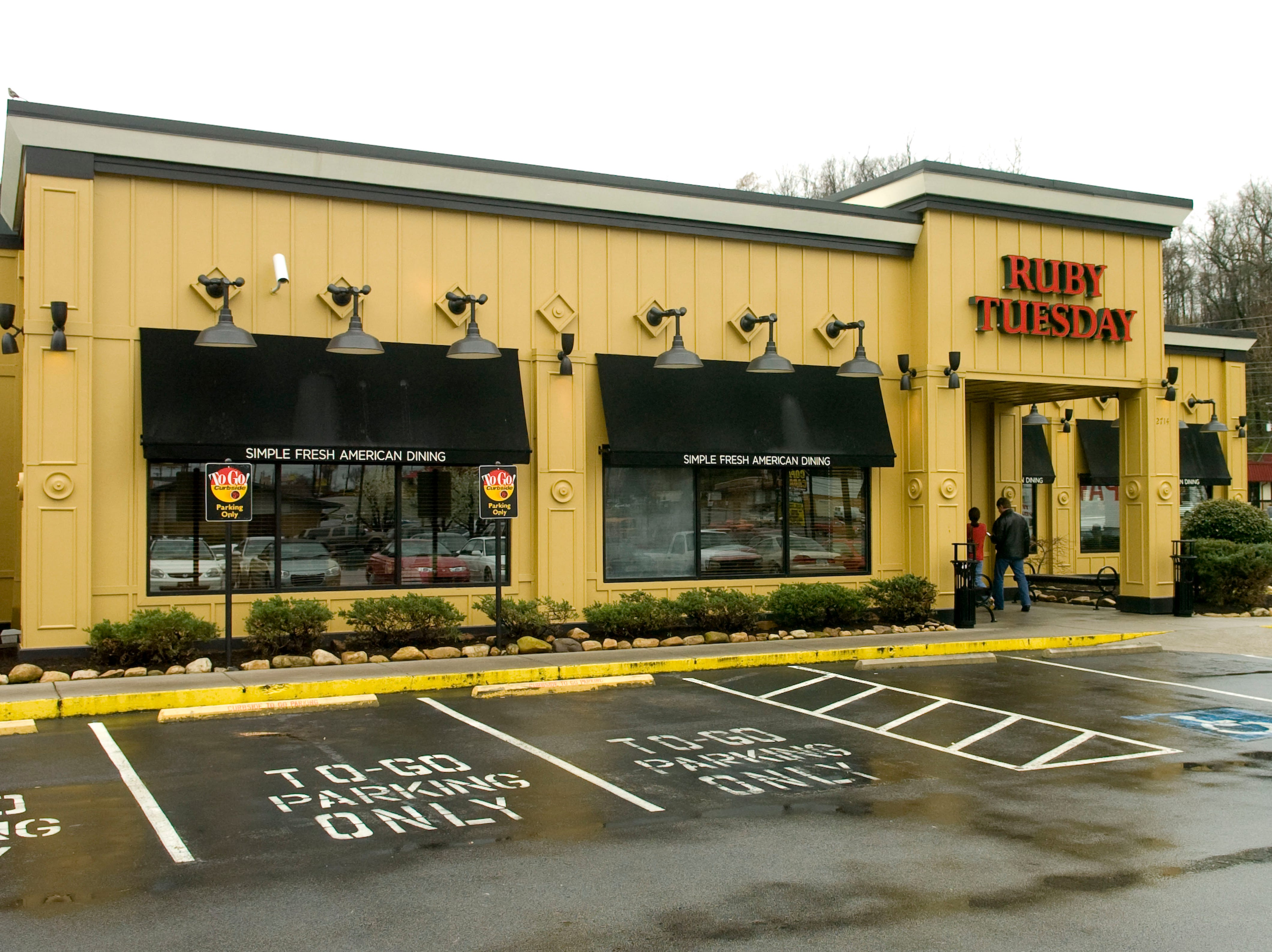 Ruby Tuesday restaurant on Chapman Highway in 2009.