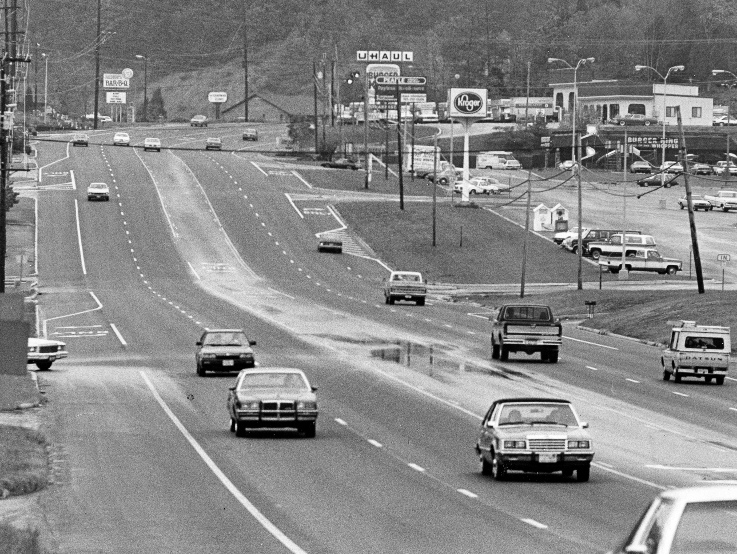 Chapman Highway in 1985 accompanying a story about new traffic lights for the road.