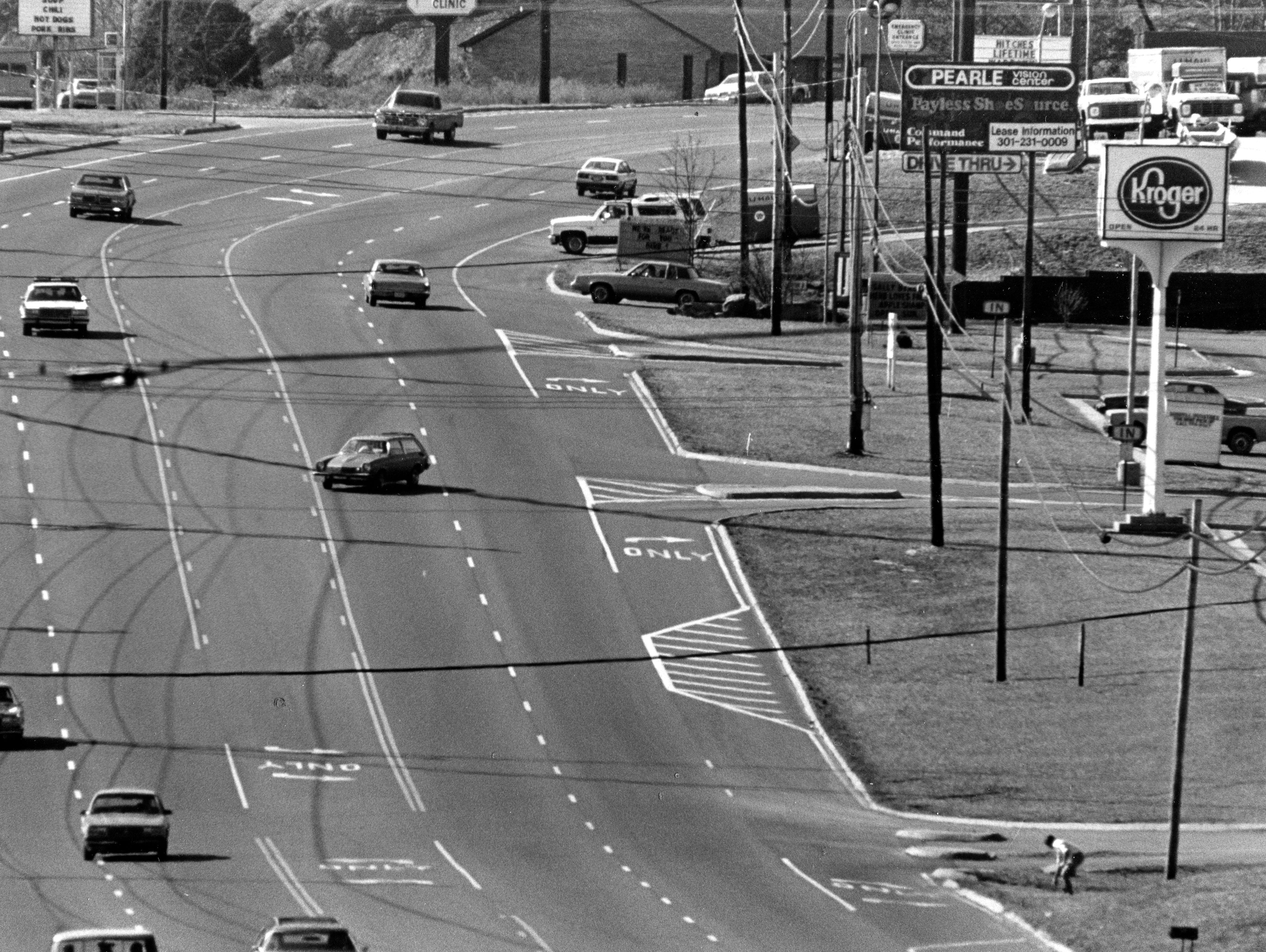 Motorist attempt to cross Chapman Highway at Chapman Plaza shopping center in 1986.