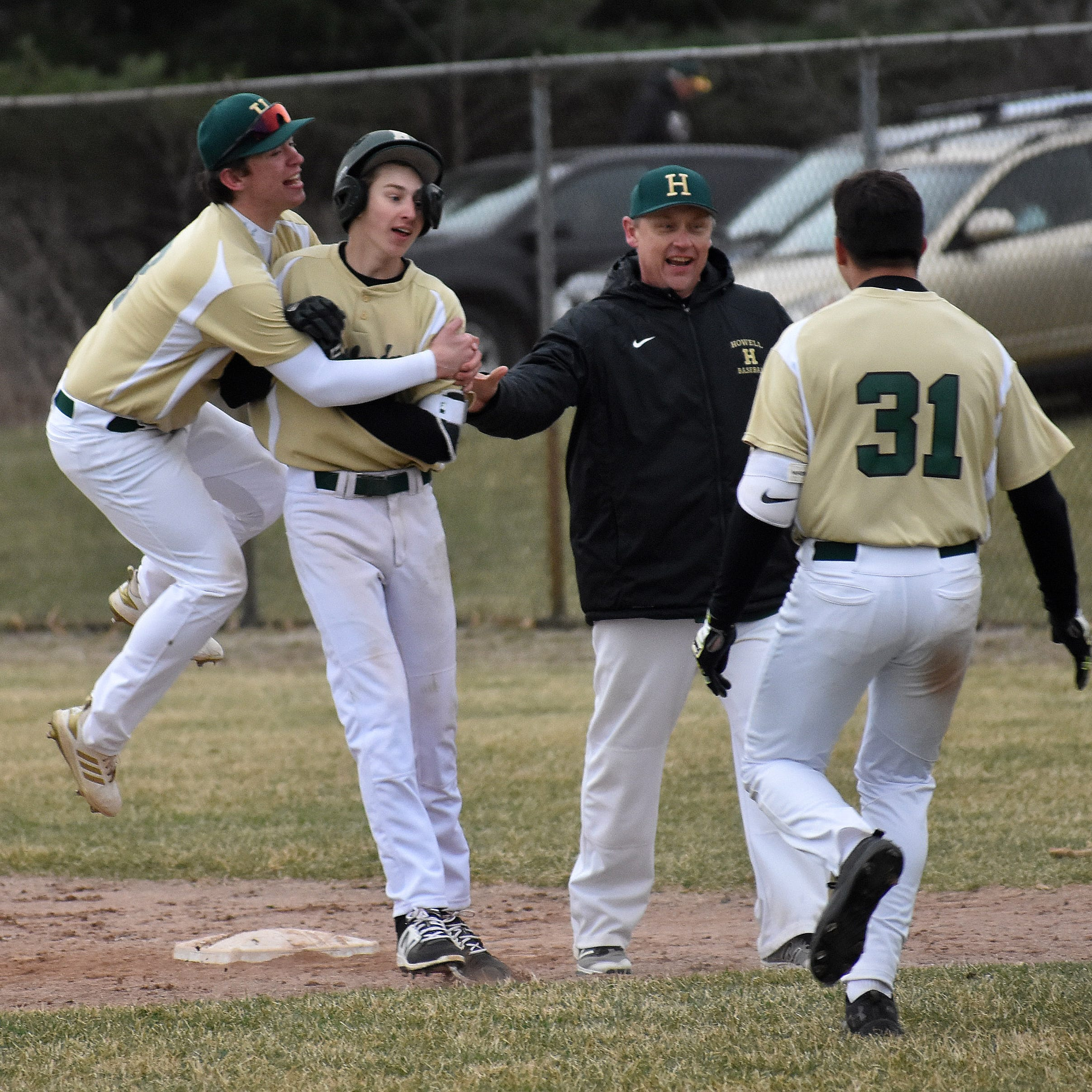 Sophomore's walk-off single in 8th completes Howell baseball comeback vs. Brighton