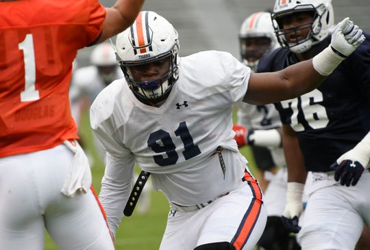 Auburn defensive lineman Nick Coe (91) pressures quarterback Joey Gatewood in practice during practice.