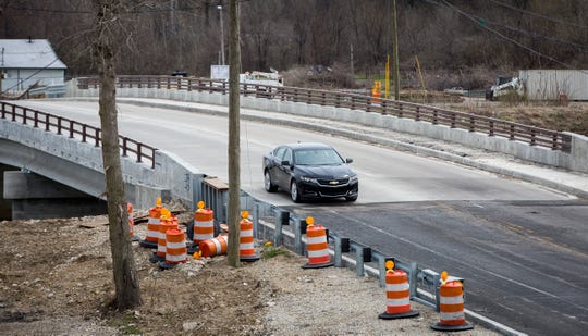 Cars in both the eastbound and westbound lanes travel over the East Jackson Street bridge in both directions without the use of the traffic signal. The bridge has been down to one lane during construction since 2017.