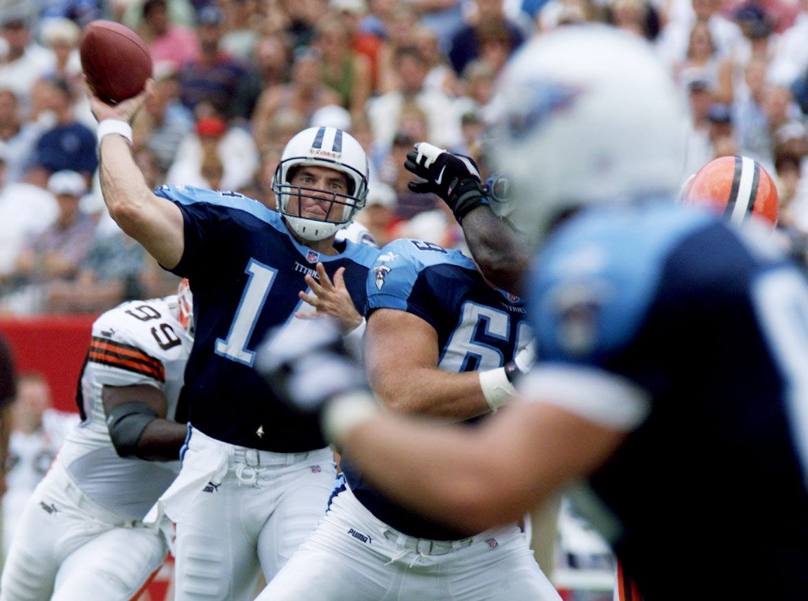 Tennessee Titans quarterback Neil O'Donnell, left, passes in the Titans 26-9 victory over the Cleveland Browns at Adelphia Coliseum in Nashville Sept. 19, 1999.