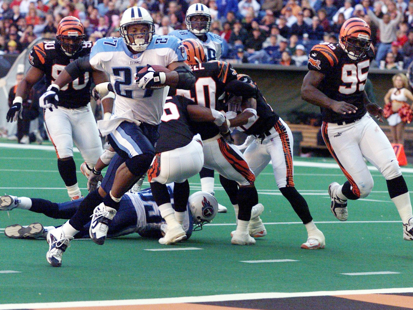 Tennessee Titans running back Eddie George rushes into the end zone for a touchdown in their 24-14 victory over the Cincinnati Bengals at the Adelpha Coliseum in Nashville Nov. 14, 1999.