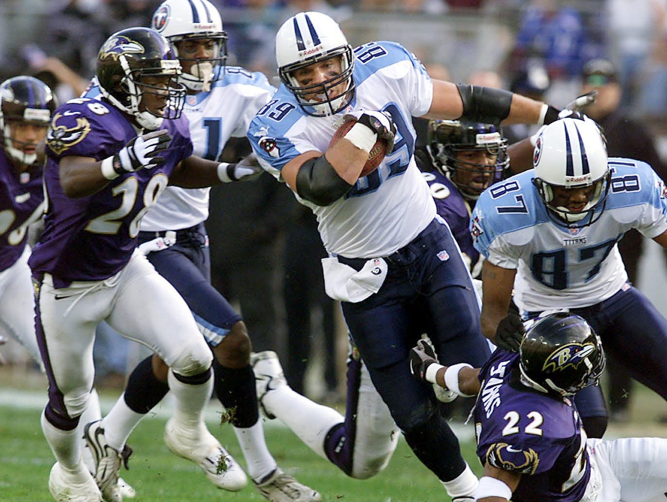 Tennessee Titans tight end Frank Wycheck (89) breaks out for first down yardage against the Baltimore Ravens Dec. 5, 1999, but the Titans got beaten badly 41-14 on the road Dec. 5, 1999.
