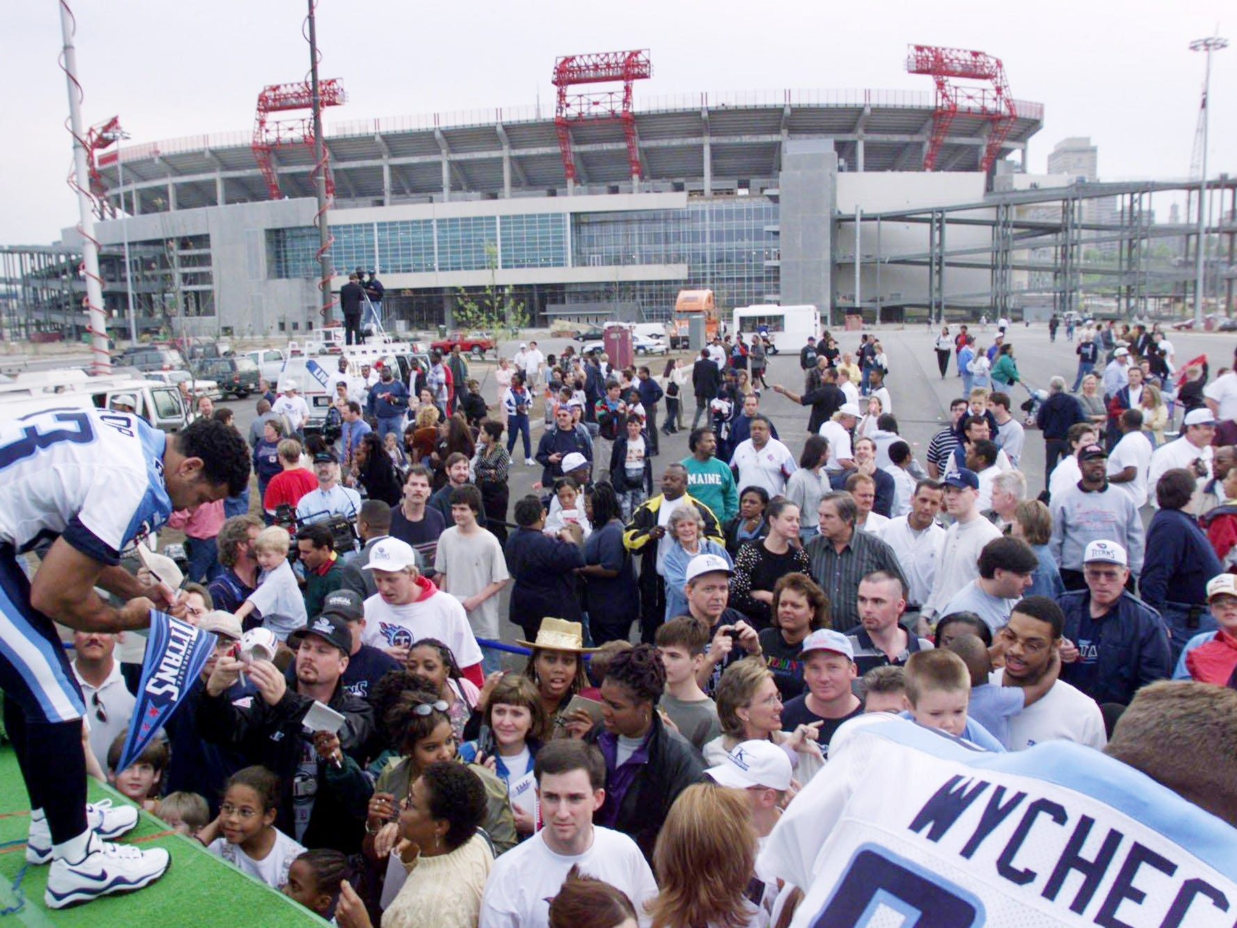 Tennessee Titans safety Blaine Bishop, left, and tight end Frank Wycheck sign autographs after the team's new uniforms were unveiled outside the East Bank Stadium April 13, 1999.