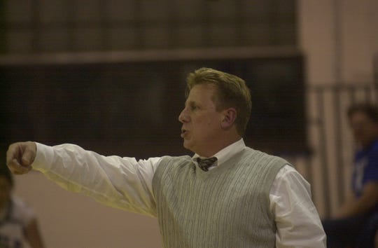 Lyndhurst girls basketball coach Tom Shoebridge during a game against St. Mary on Dec. 21, 2001