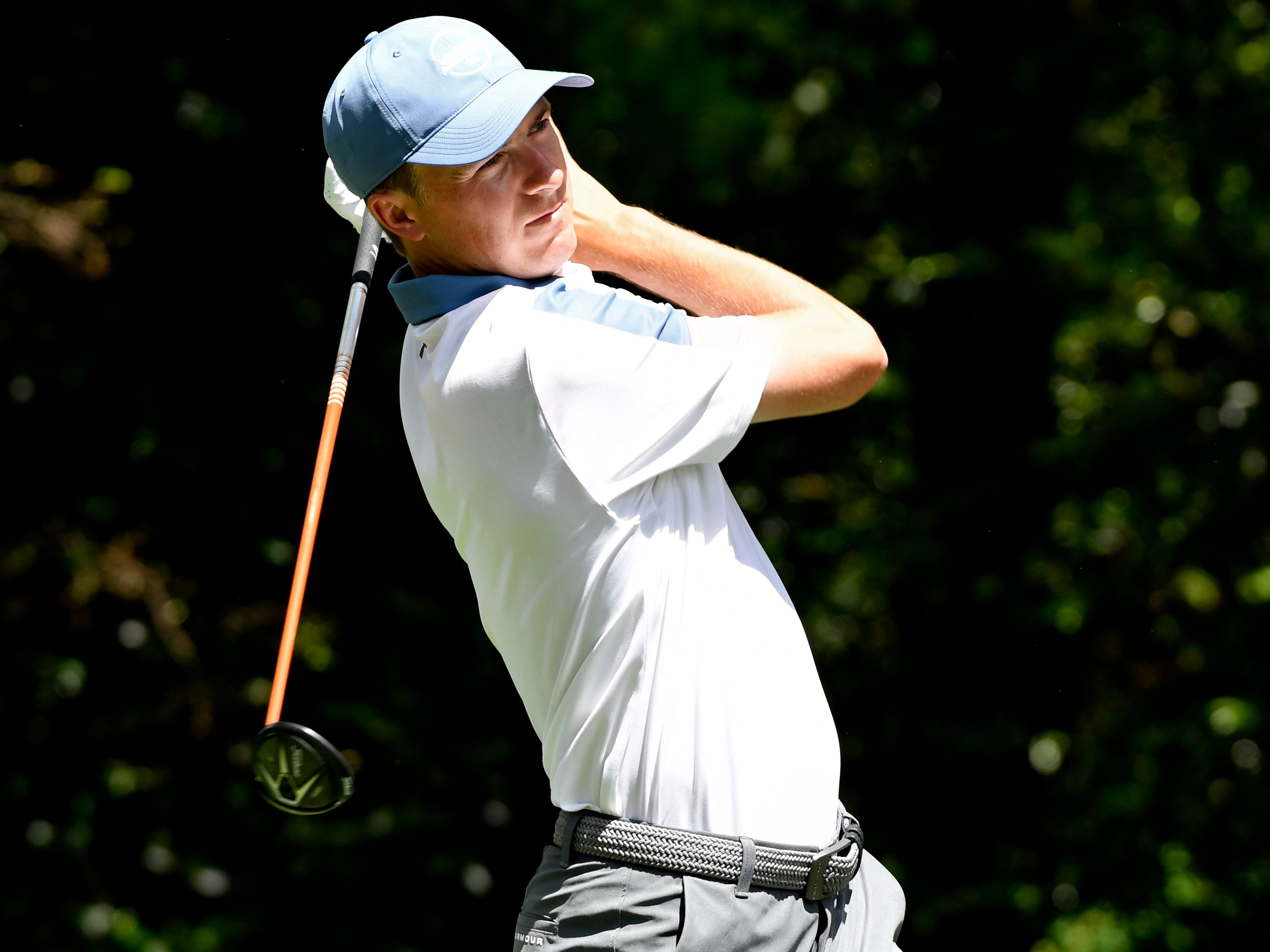 Apr 11, 2019; Augusta, GA, USA; Jordan Spieth hits his tee shot on the 2nd hole during the first round of The Masters golf tournament at Augusta National Golf Club.