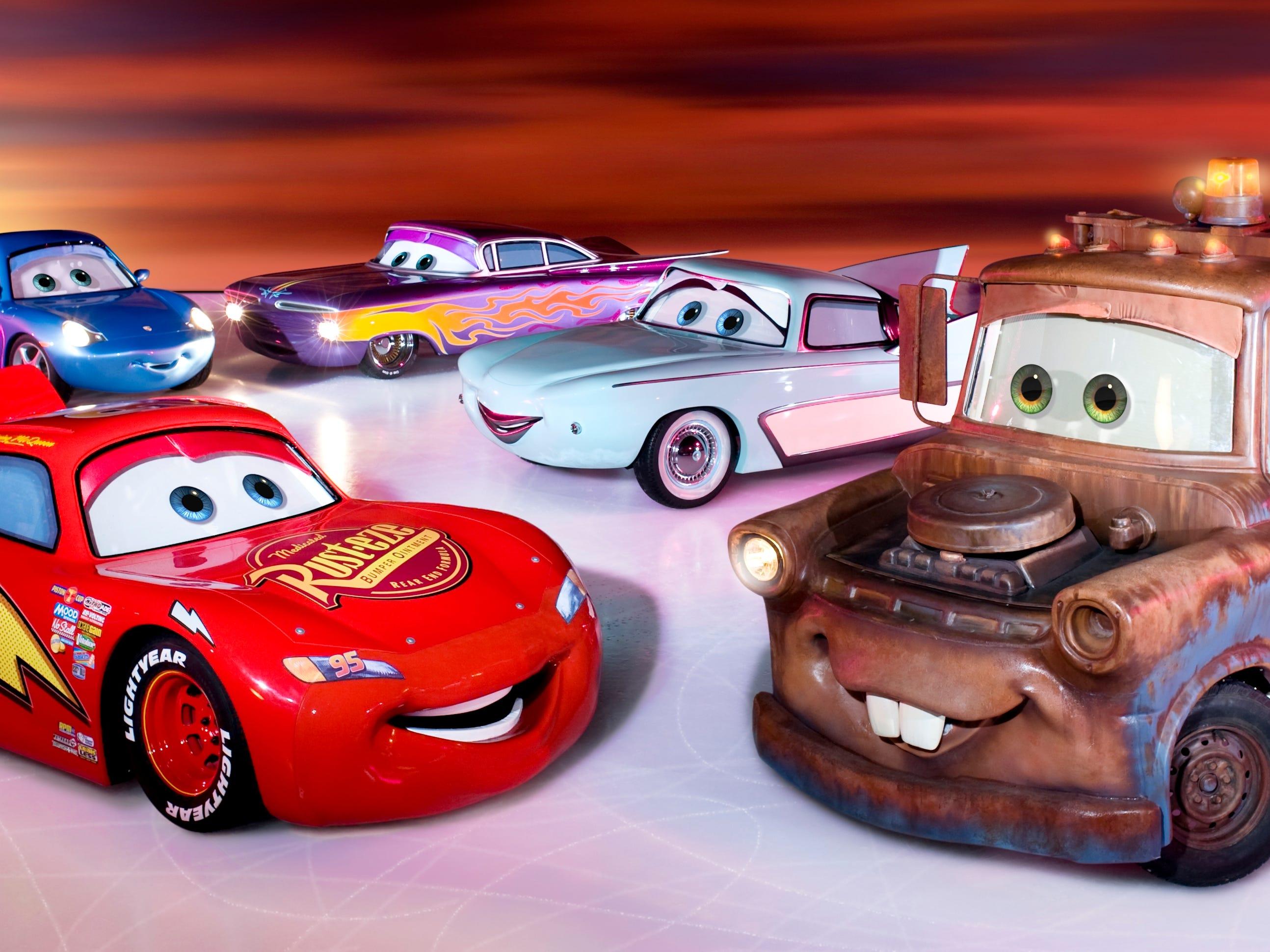 Disney On Ice presents Worlds of Enchantment es un espectáculo sobre hielo repleto de acción que presenta a los adorables personajes de las películas Cars