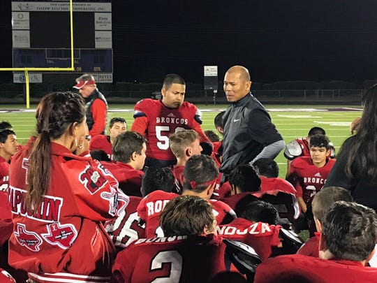 Sonora head football coach Jeff Cordell talks to his team following a loss in 2017 in the Class 3A Division II playoffs.