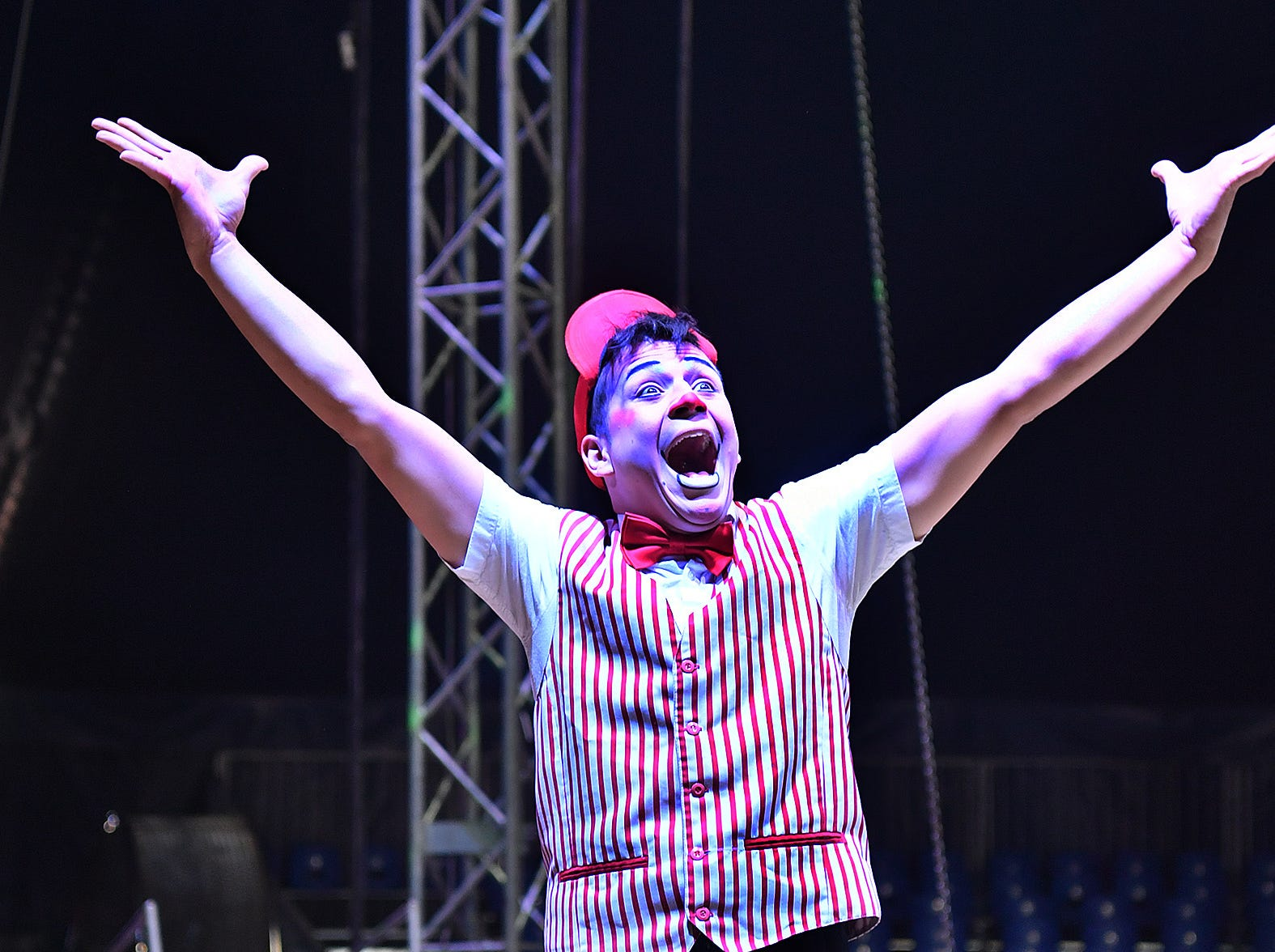 Rafael Salgeiro performs as Clown Rafinha in the water circus Cirque Italia this weekend on the grounds of the Bridwell Ag Center.