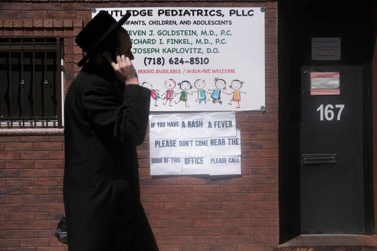 A sign warns people of measles in the ultra-Orthodox Jewish community in Williamsburg on April 10, 2019, in New York City.
