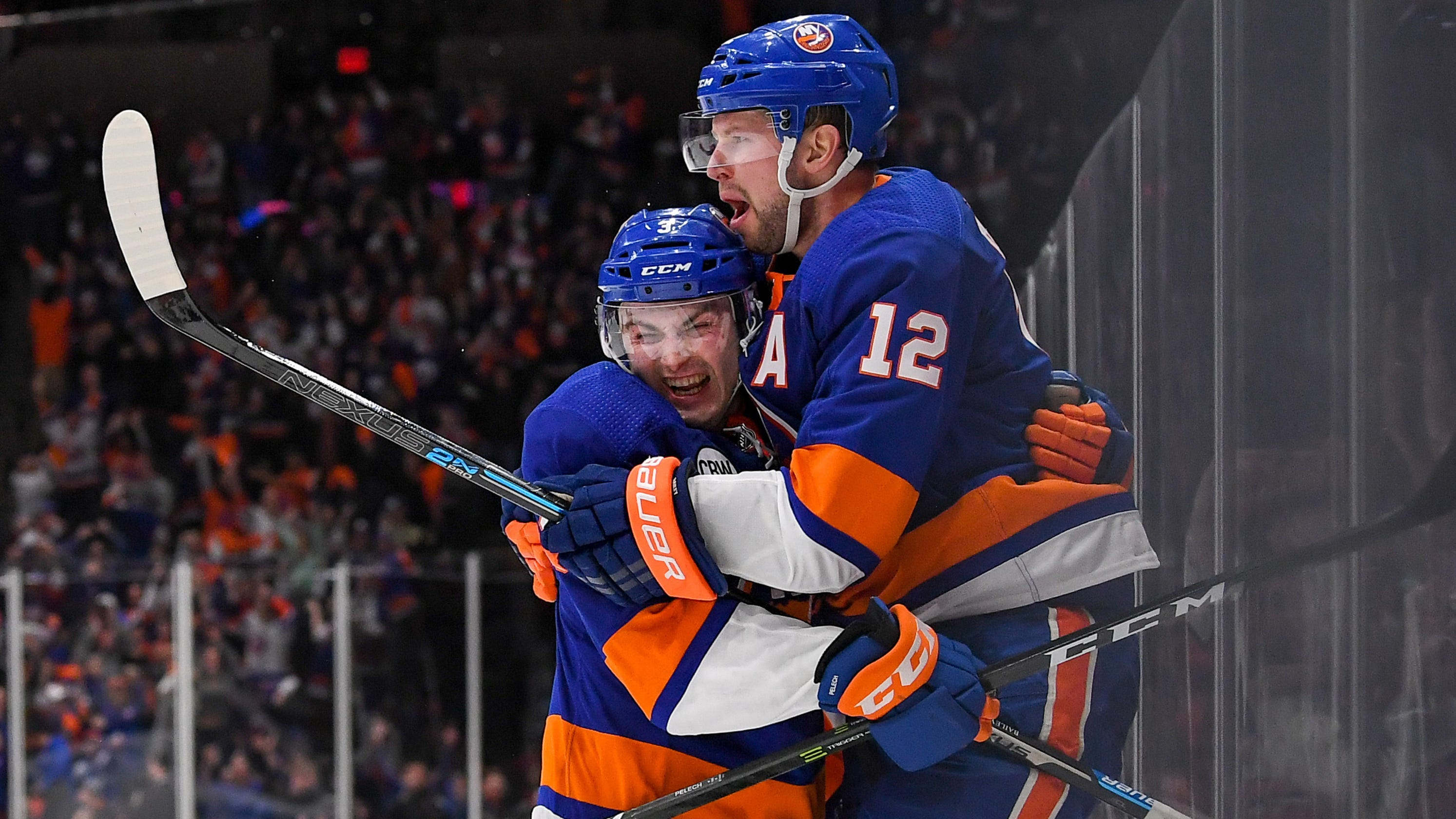 purchase cheap c2c44 5957b Islanders edge Penguins in overtime to win Game 1