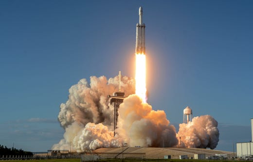 A SpaceX Falcon Heavy descends on Thursday night at Pad Kennedy Space Center, Pad 39A. The rocket carries the communications satellite Arabsat 6A for Saudi Arabia.