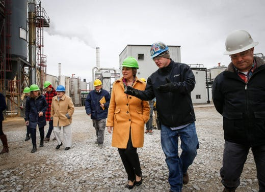 U.S. Sen. and current democratic presidential candidate hopeful Amy Klobuchar talks with Chris Cleveland, product manager at Lincoln Way Energy, during a tour of the plant in Nevada on Friday, April 12, 2019.