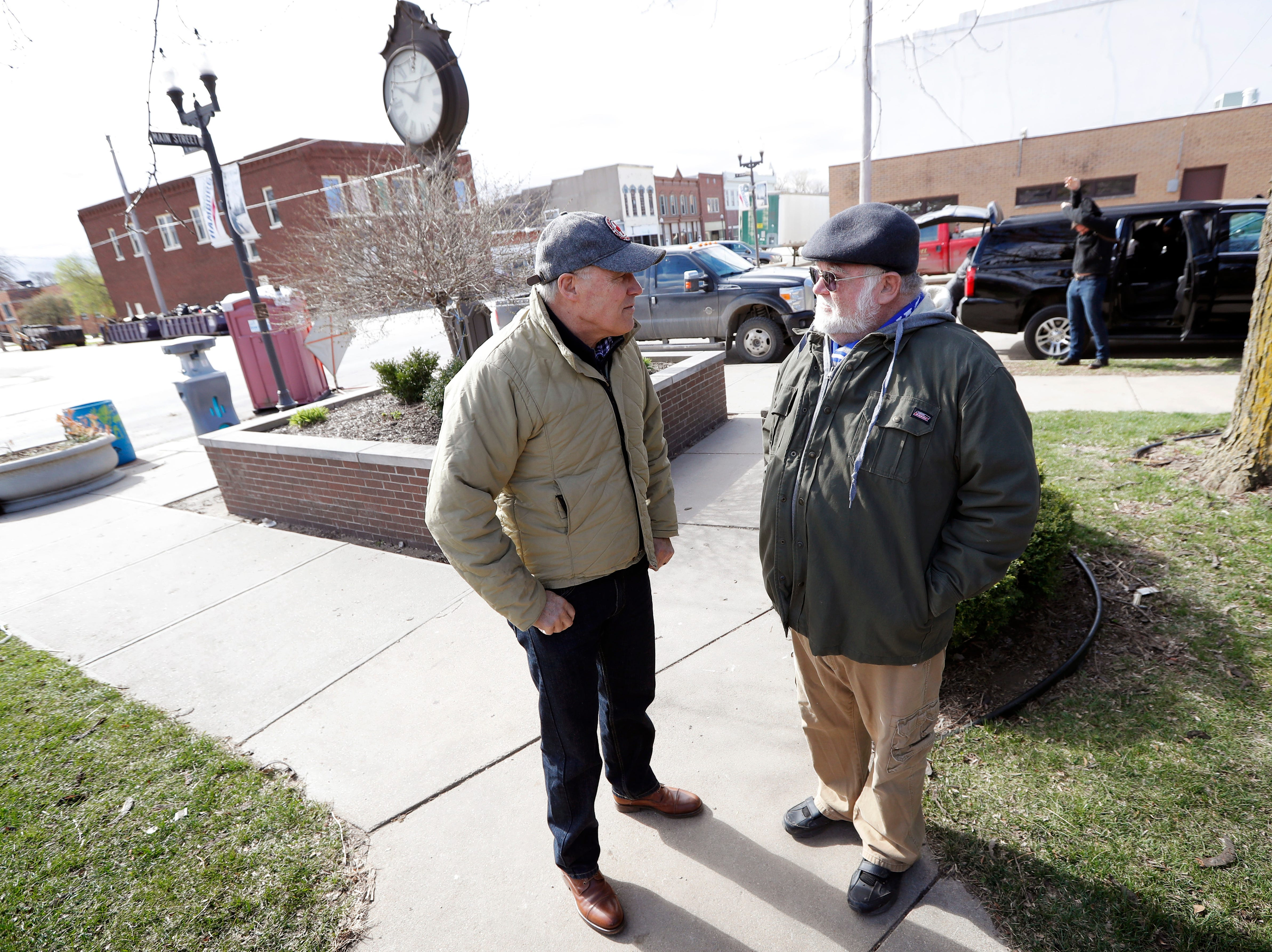 2020 Democratic presidential candidate Washington Gov. Jay Inslee talks with climate analyst John Davis, of Hamburg, Iowa, right, before touring flood damage, Friday, April 12, 2019, in Hamburg, Iowa.