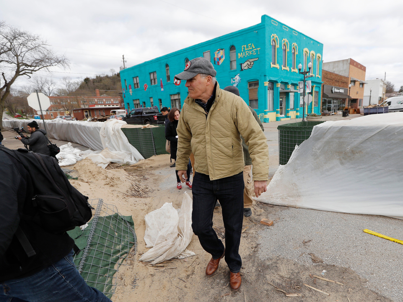 2020 Democratic presidential candidate Washington Gov. Jay Inslee tours flood damage, Friday, April 12, 2019, in Hamburg, Iowa.