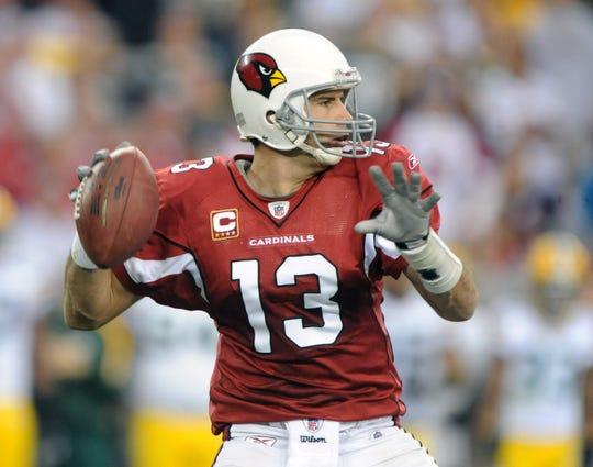 Arizona Cardinals quarterback Kurt Warner throws a pass during the 2010 NFC wild card playoffs against Green Bay.