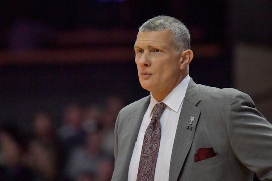 South Carolina men's basketball coach Frank Martin, citing his relationship with USC athletics director Ray Tanner, told Stadium's Jeff Goodman on Friday that he has decided to stay with the Gamecocks and not meet with Cincinnati about its opening.