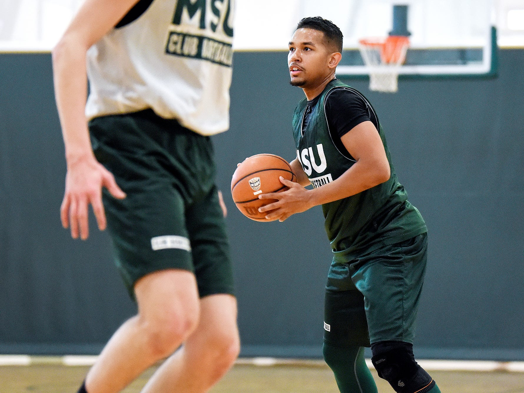 Robert Ray Jr. looks to pass the ball during a club basketball team practice on Friday, March 30, 2019, at IM Sports East on the Michigan State University campus in East Lansing.